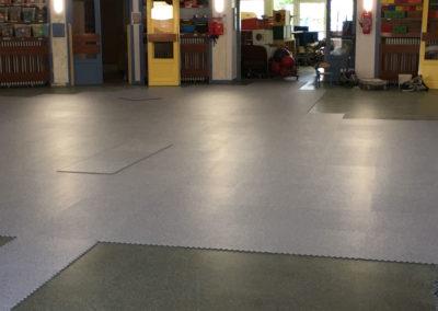 Pose de revêtement de sol à l'école Jules Ferry Bry